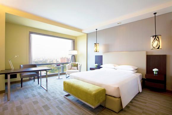 4-AMDHR_6-King-Bed-Room-rev-for-web